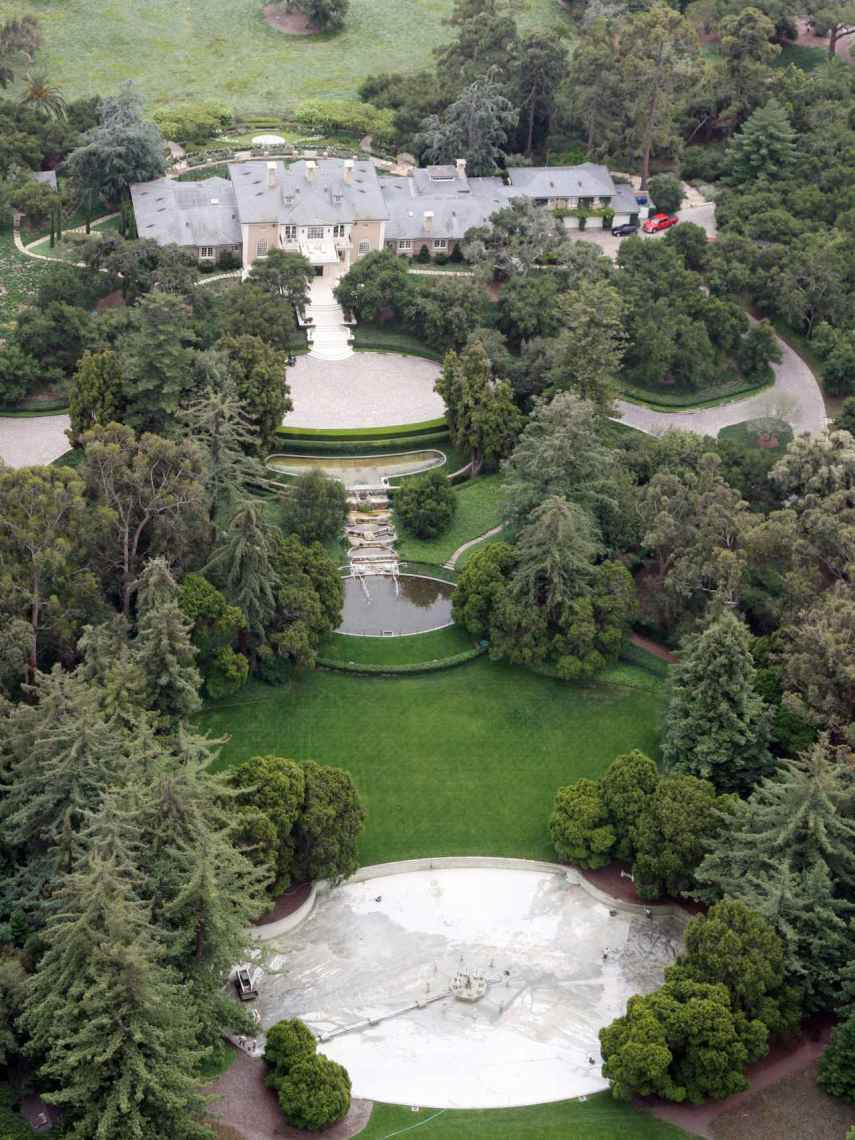 Oprah's property has 30,000 square meters of land and gardens.