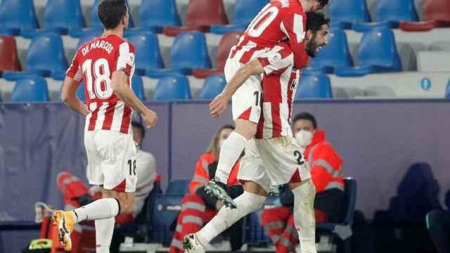 El Athletic celebra el gol de Raúl García