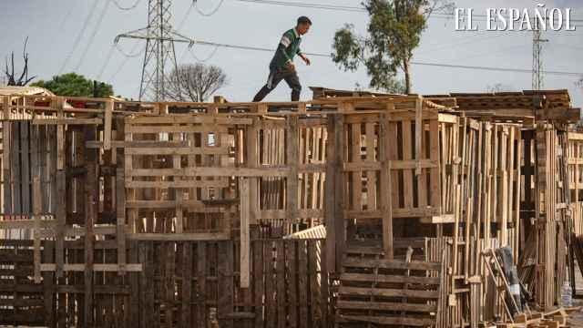 Así construyen casas con palés por 250 euros