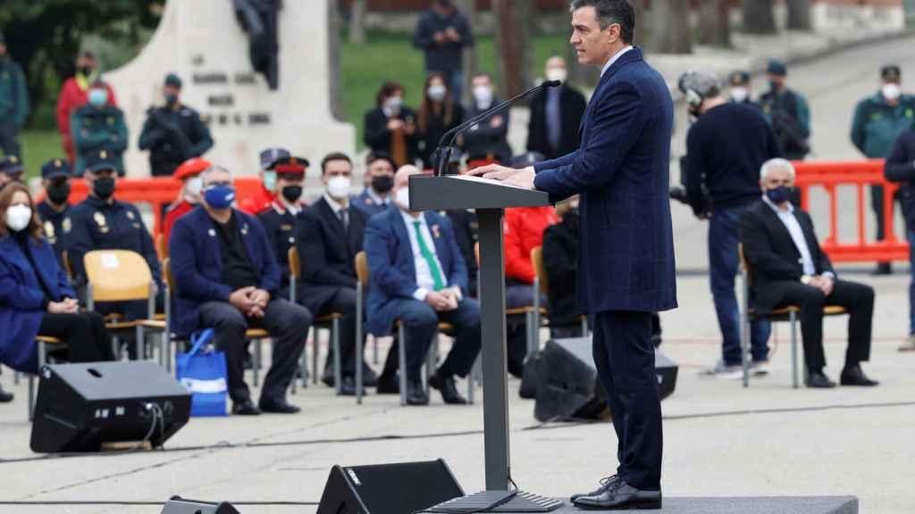 Pedro Sánchez, en el acto simbólico de destrucción de 1.400 de armas incautadas a ETA y los GRAPO celebrado en la Academia de la Guardia Civil de Valdemoro.