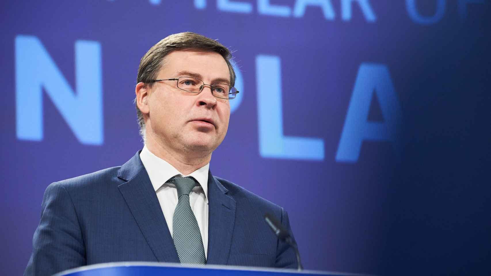 El vicepresidente económico de la Comisión, Valdis Dombrovskis, durante la rueda de prensa de este jueves