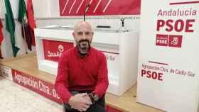 Javier Salas en la sede de su agrupación.