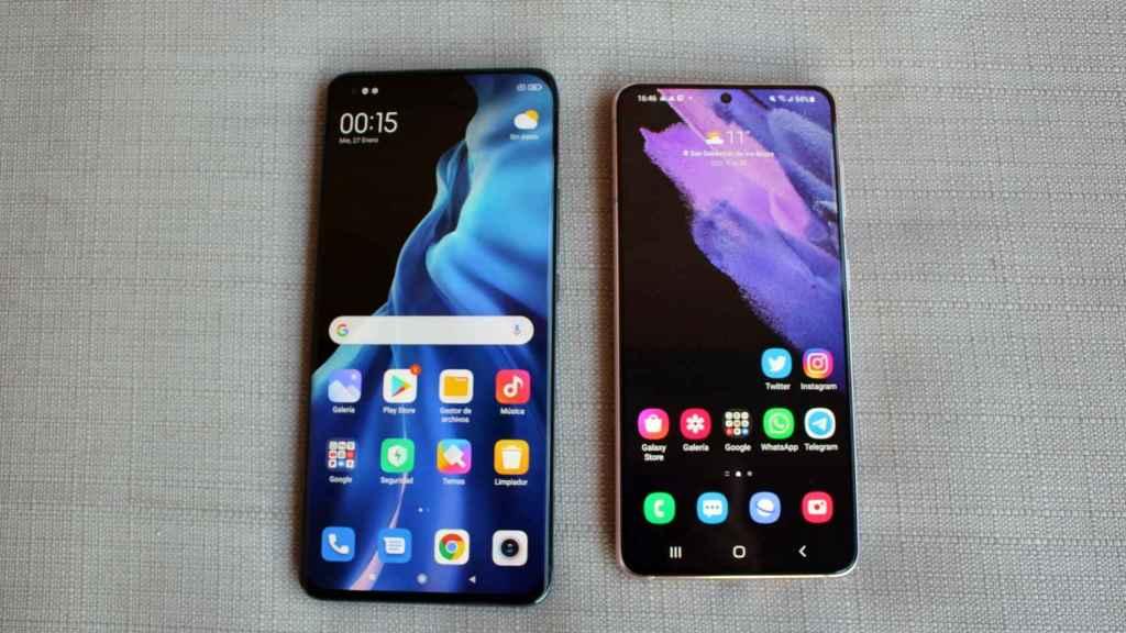 Así son las pantallas del Xiaomi Mi 11 (izquierda) y Samsung Galaxy S21 (derecha).
