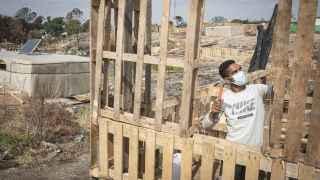 Casas hechas con 70 palés y suelo de cemento por 250 euros en total