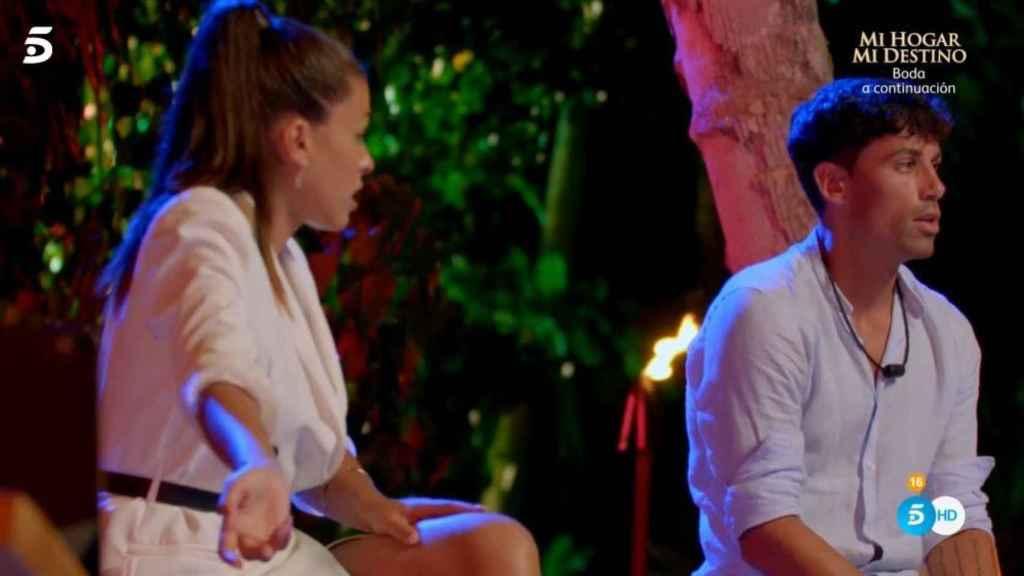 Lola y Diego durante su hoguera de confrontación.
