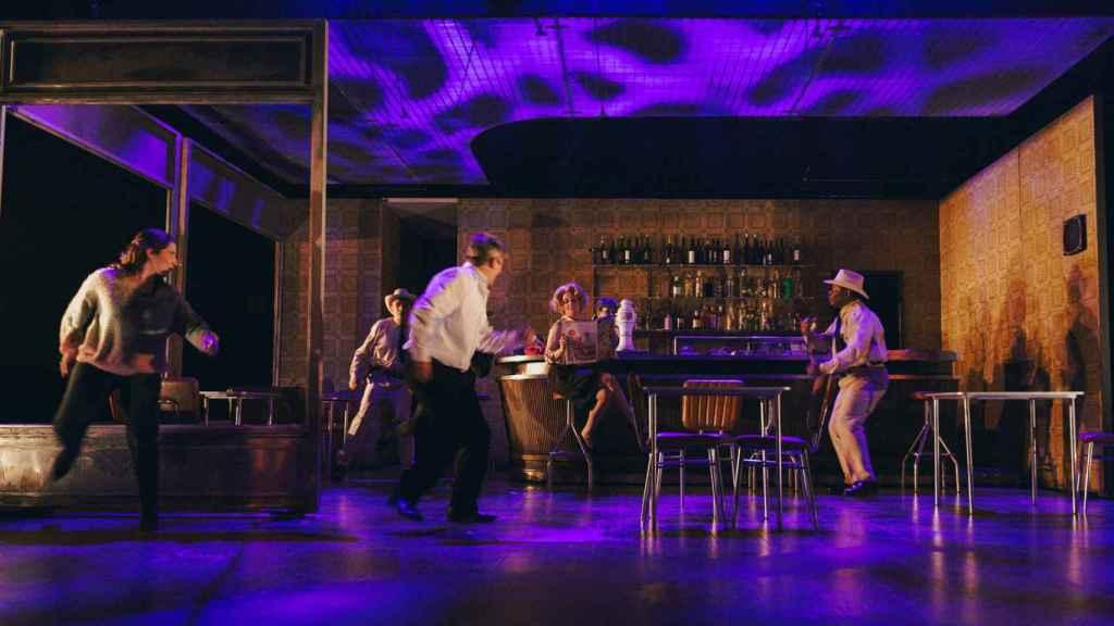 'El bar que se tragó a todos los españoles', obra escrita y dirigida por Alfredo Sanzol.