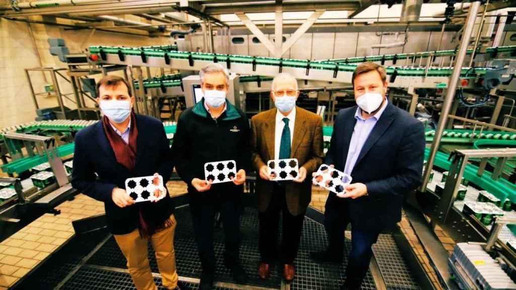 Presentación del nuevo sistema de embalaje de la fábrica murciana de cerveza.