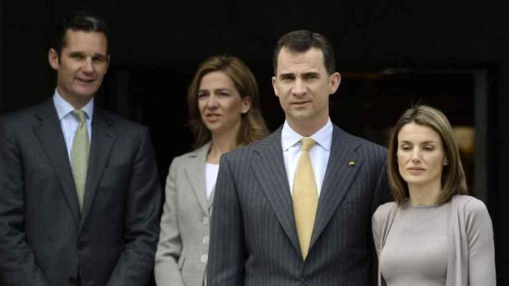 El rey Felipe VI y la reina Letizia, junto a Iñaki Urdangarin y Cristina de Borbón, en una fotografía de noviembre de 2014.