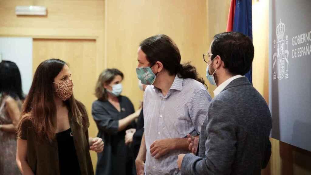 Ione Belarra, con Iglesias y Alberto Garzón.