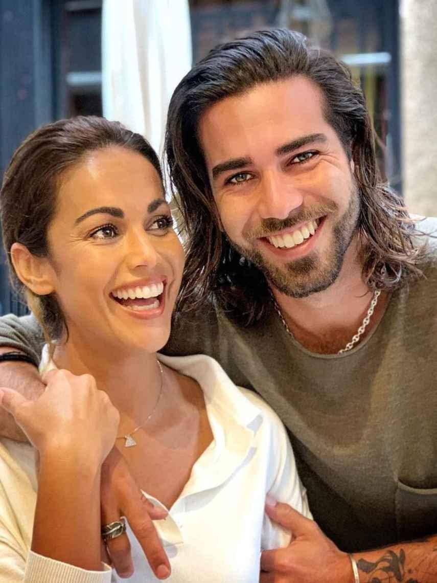 Lara Álvarez y su hermano Bosco, en una imagen compartida en su perfil de Instagram.