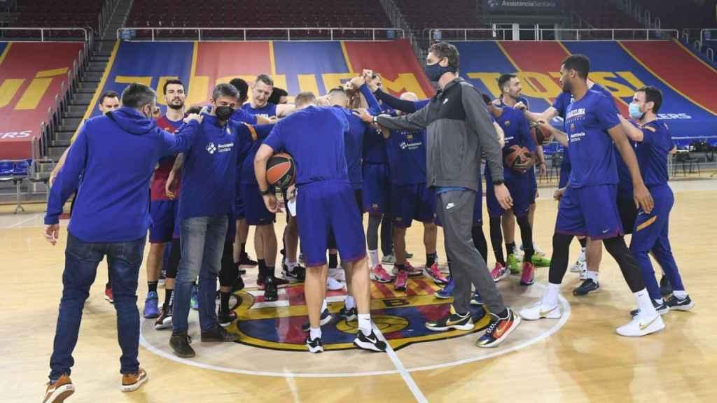 Pau Gasol con sus compañeros del Barcelona