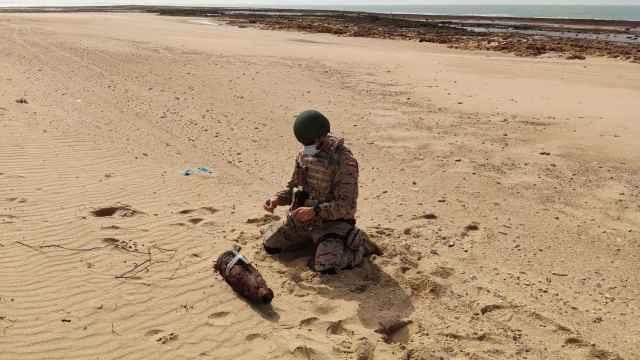 Imagen cedida por la Armada en la que se ve el proyectil neutralizado.