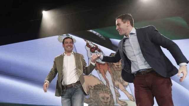 El presidente de Andalucía, Juanma Moreno, y el secretario general del PP, Teodoro García Egea, en foto de archivo.