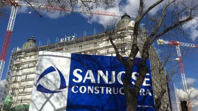 Rótulo de las obras de Grupo San José en el Hotel Ritz de Madrid.