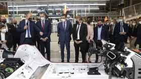 El Rey Felipe y el presidente Sánchez en la fábrica de Seat.