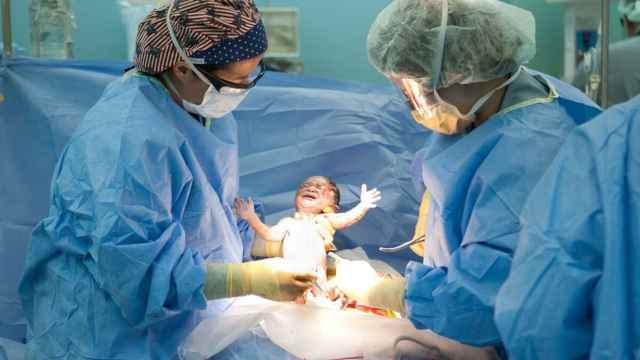 El 74% de menores de 45 años ha paralizado sus planes de tener hijos en los próximos cinco años por la pandemia.