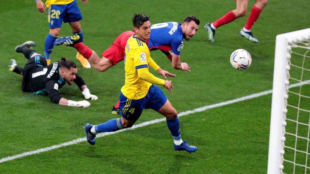 Gol anulado a Sergi Enrich por mano