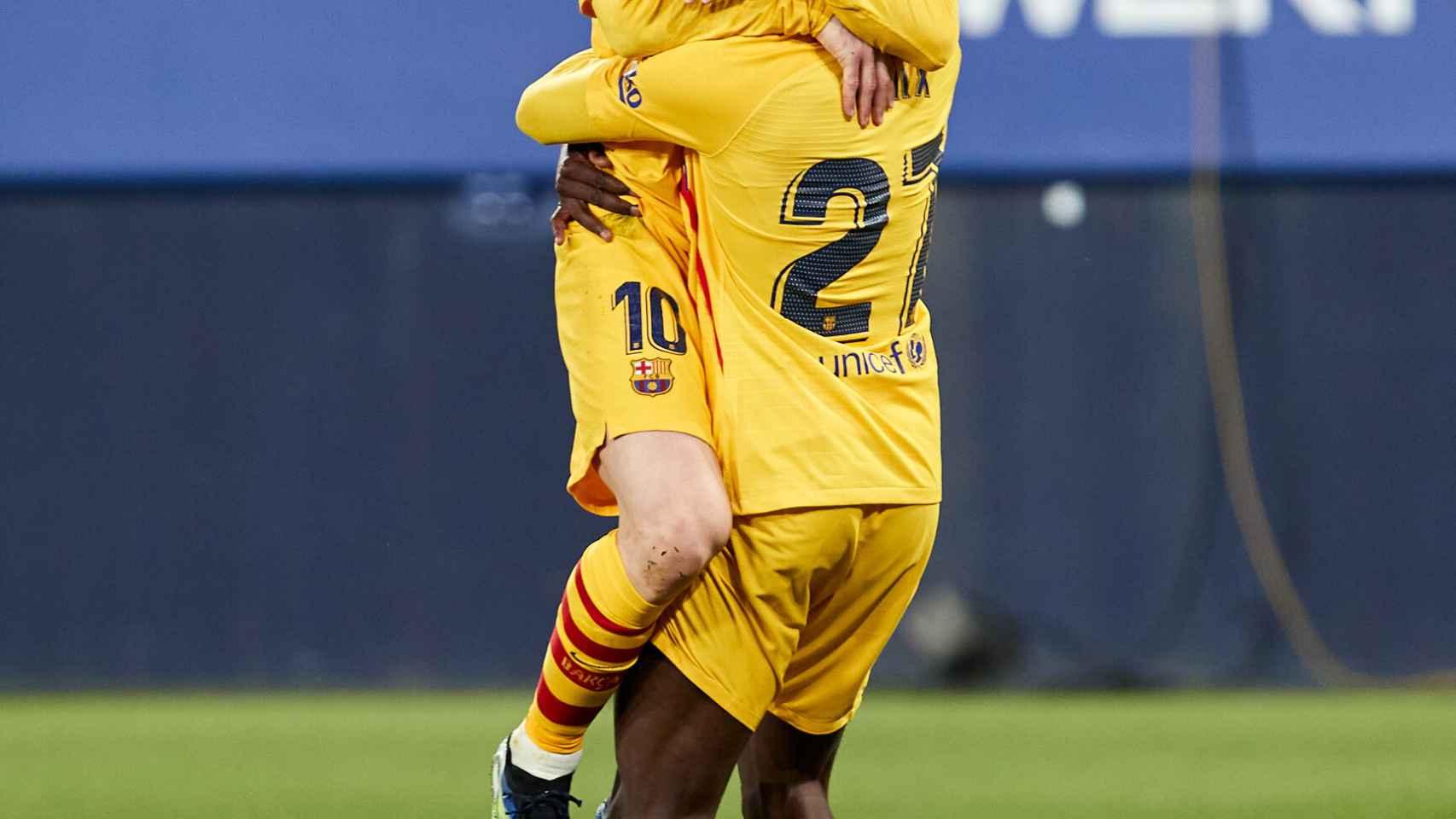 Messi e Ilaix celebran su gol