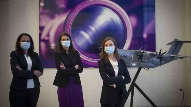 Dulce Muñoz, Paloma Peinado y Cristina Aguilar, ingenieras directivas de Airbus.