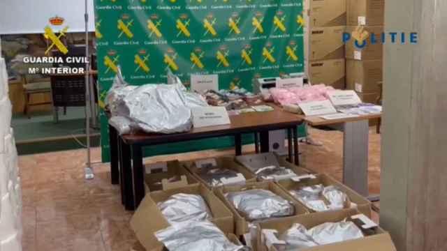 Un triple golpe de la Guardia Civil acaba con el mayor alijo de cocaína rosa.