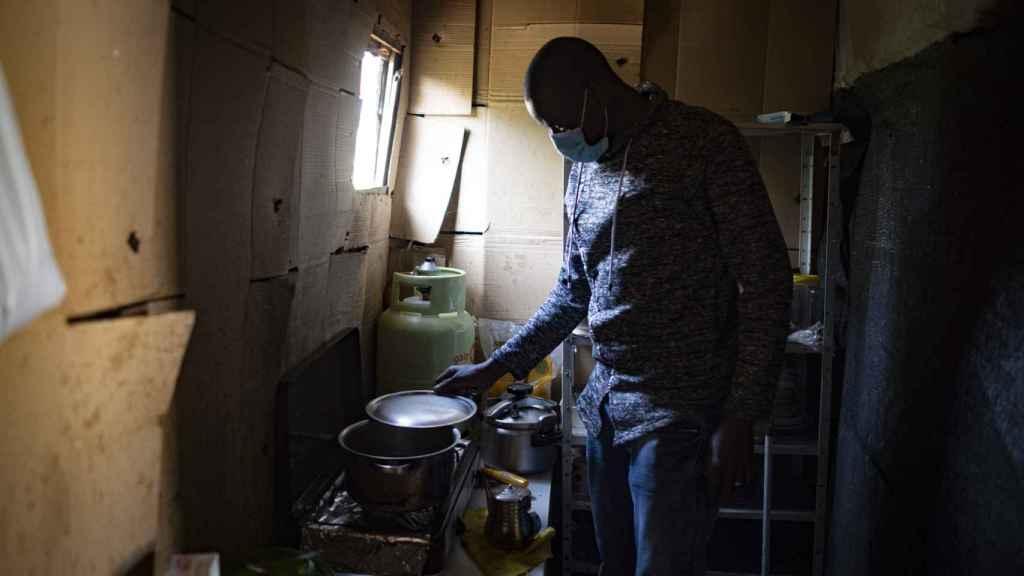 Chaikre Touré, también maliense, accede a que entremos en su casa.