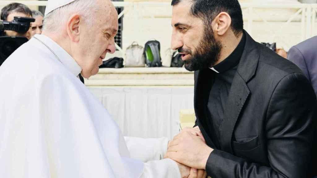 Naim, junto al Papa Francisco, en una Audiencia general en Roma el 20 marzo de 2019.