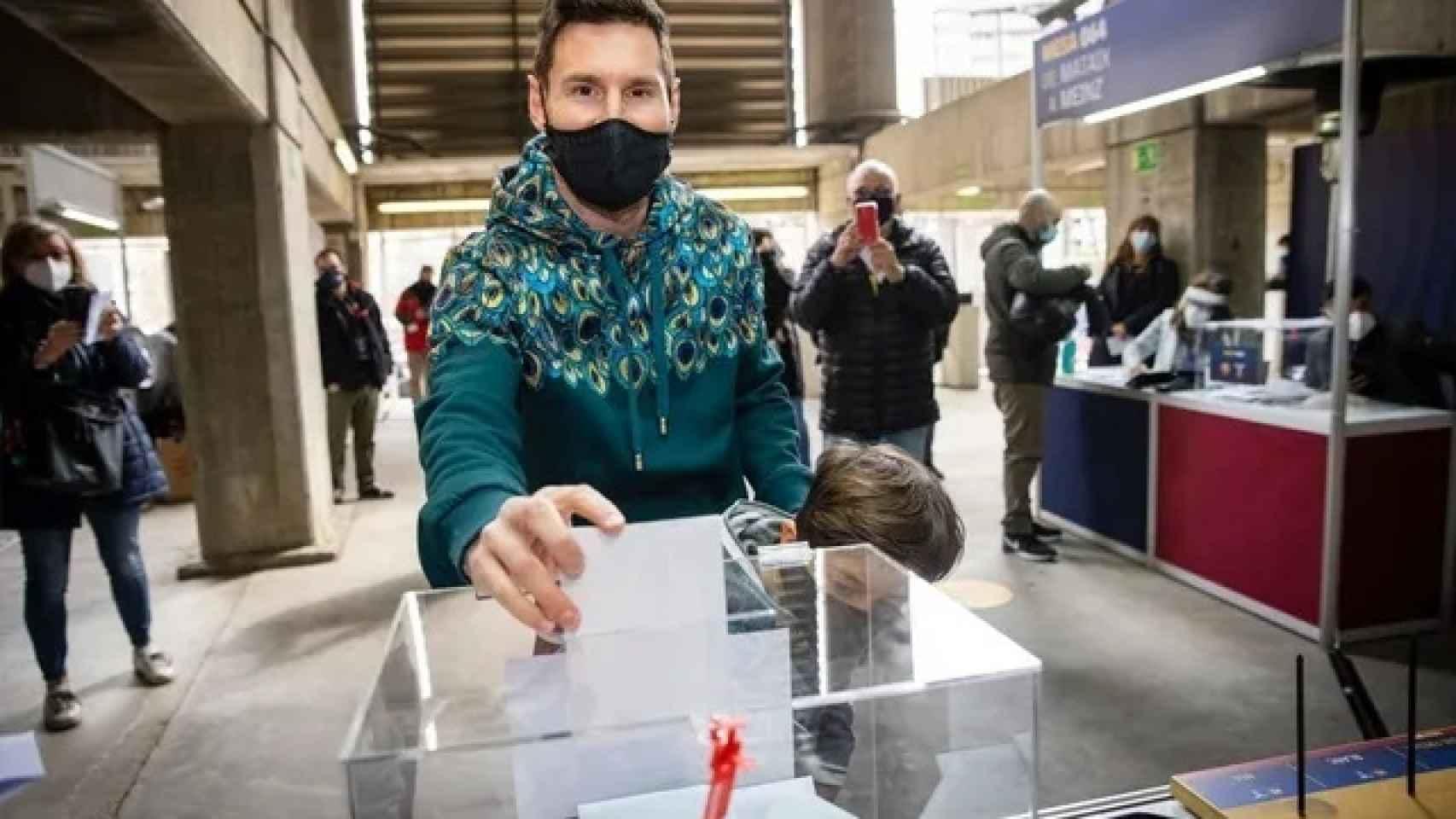 Leo Messi, votando por primera vez en las elecciones del Barça