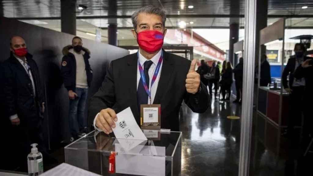 Joan Laporta, ejerciendo su  derecho al voto el pasado día 7 de marzo