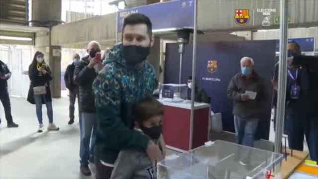 La irresponsabilidad de un fan del Barça al ver a Messi votando en las elecciones a la presidencia
