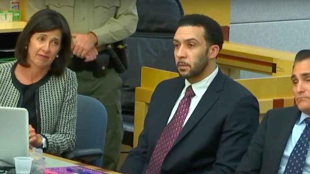 Kellen Winslow II en un juicio junto a sus abogados