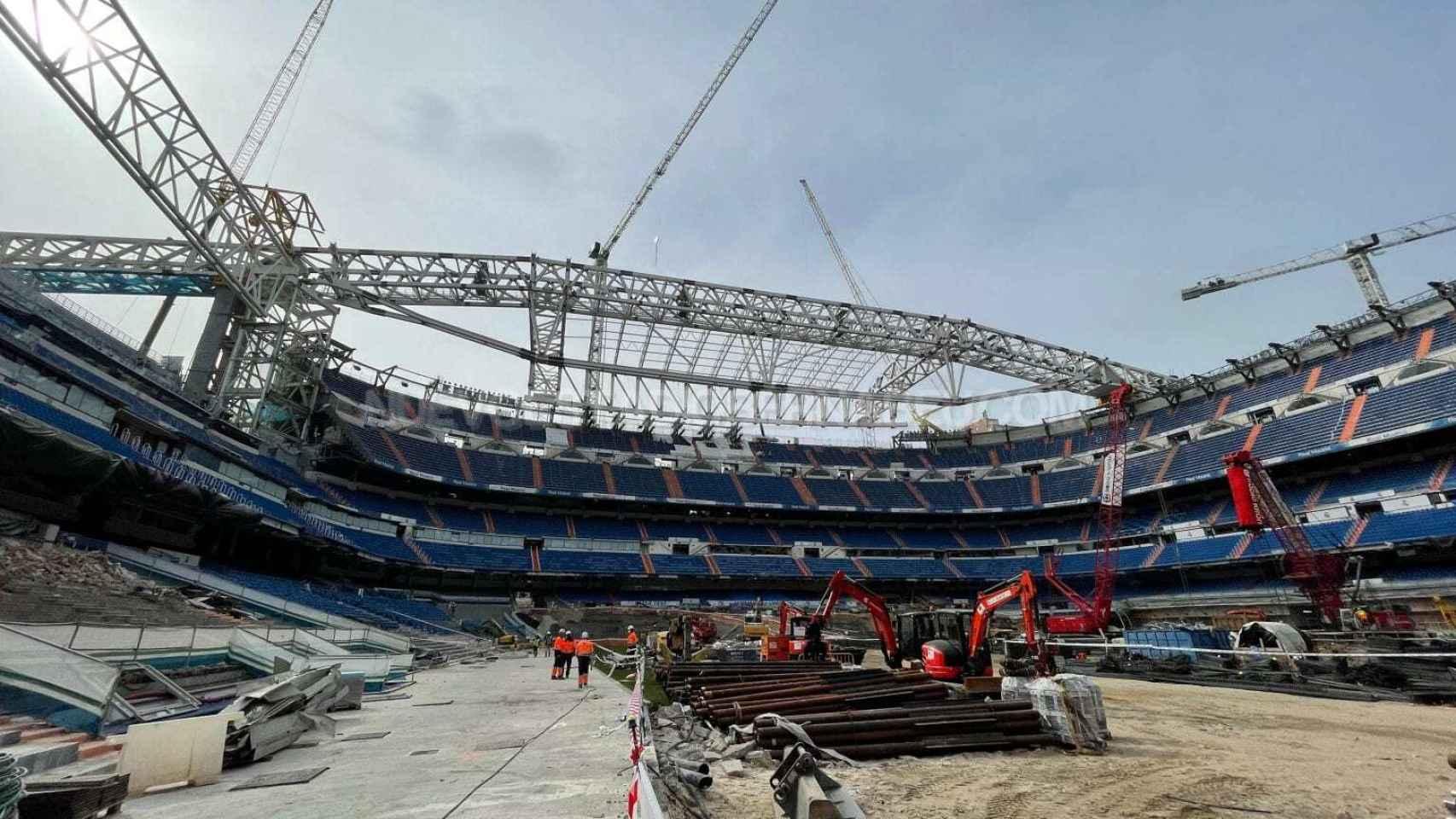 Las obras del Estadio Santiago Bernabéu en el mes de marzo desde el terreno de juego