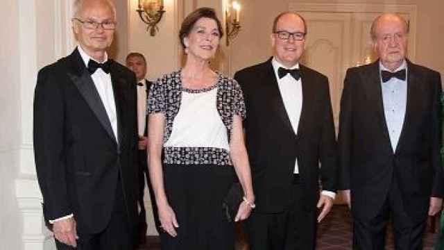El rey emérito y su primo, con Carolina y Alberto de Mónaco, en Montecarlo en 2016./