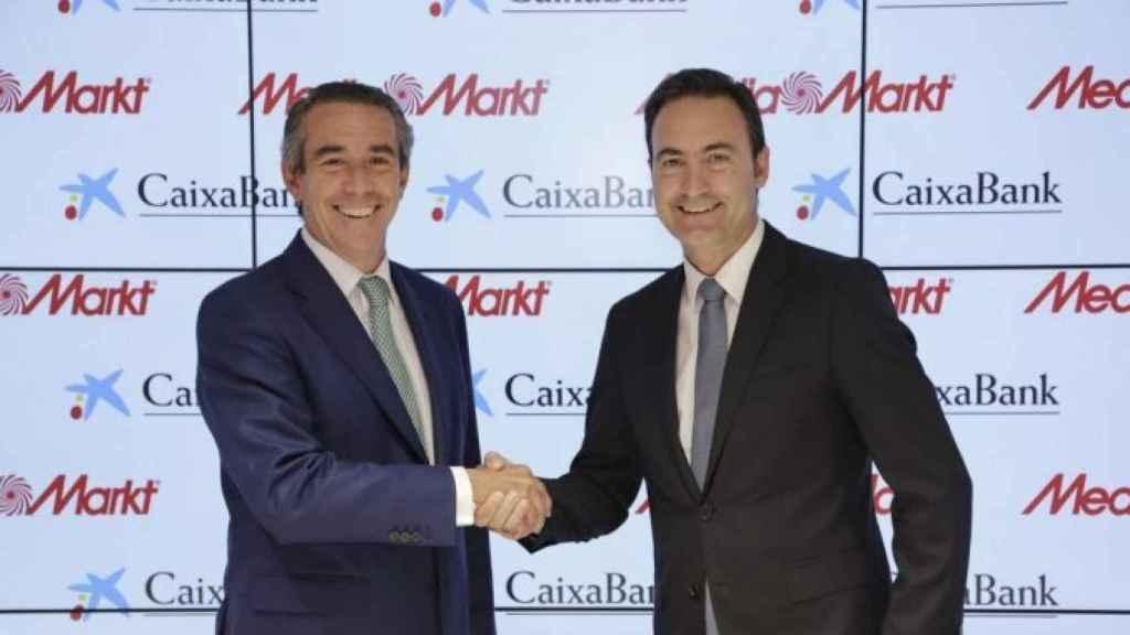 Ferran Reverter (derecha), en un acto de MediaMarkt y CaixaBank
