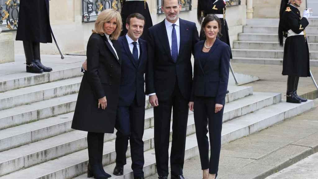 Los reyes Felipe VI y Letizia junto a Emmanuel y Brigitte Macron en París.