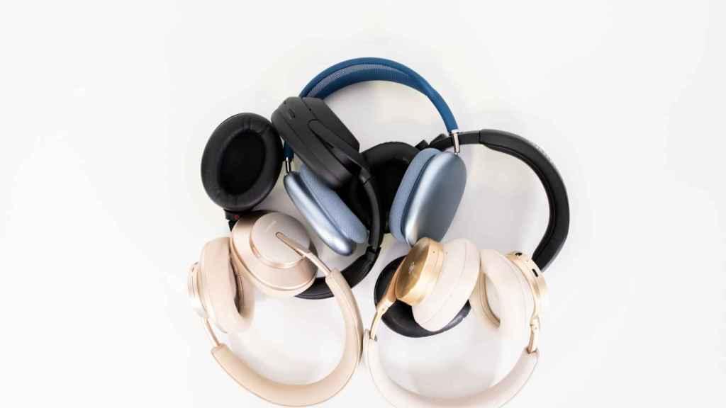 Los cinco auriculares.