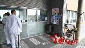Altar en el Hospital Príncipe de Asturias de Alcalá de Henares para las víctimas del coronavirus. EFE/ Fernando Villar