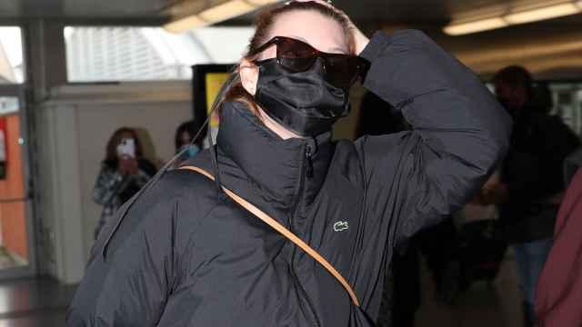 La actriz Nawja Nimri a su llegada a la estación de Atocha.