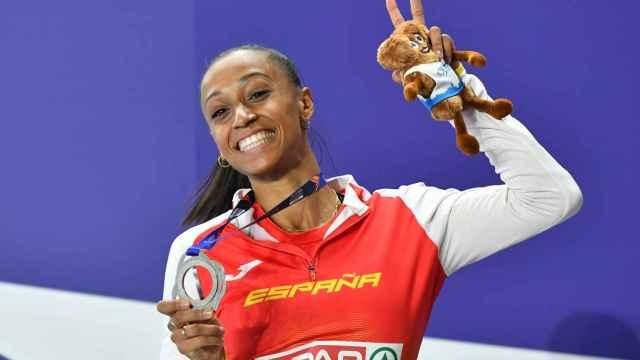 Ana Peleteiro celebra su medalla de plata en Torun