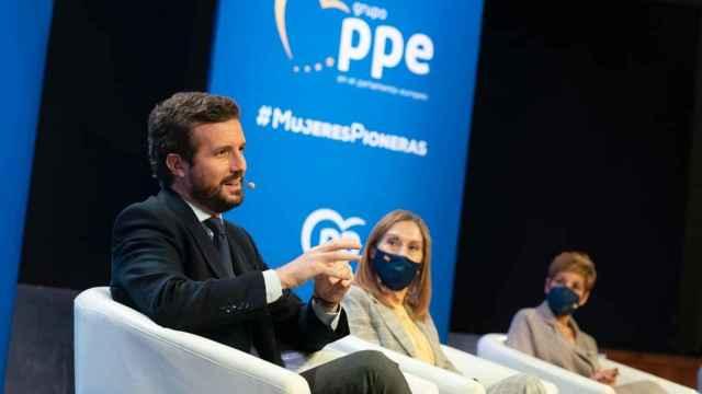 El presidente del PP, Pablo Casado, junto con la vicesecretaria sectorial, Ana Pastor, este lunes.
