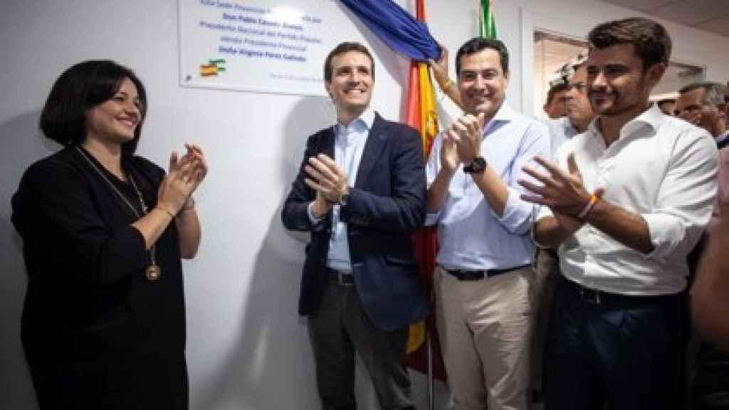 La presidenta del PP de Sevilla, Virginia Pérez, junto a Pablo Casado, Juanma Moreno y Beltrán Pérez.