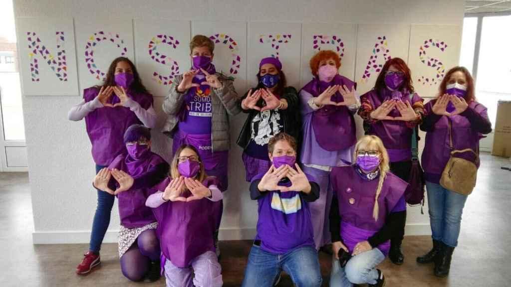 La fotografía de las feministas de Podemos que acompañaba al tuit.