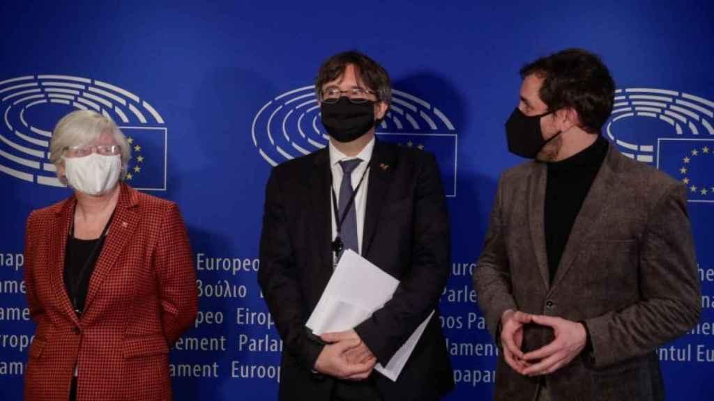 Los eurodiputados Clara Ponsatí, Carles Puigdemont y Toni Comín. Efe