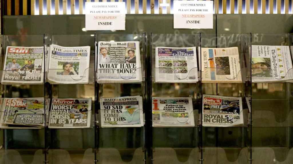 La entrevista de los duques de Sussex acapara las portadas de la prensa británica.