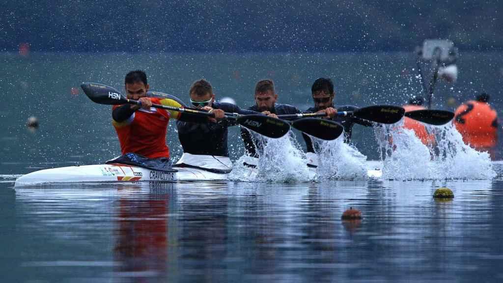 La tripulación formada por Saúl Craviotto, Marcus Cooper Walz, Carlos Arévalo y Rodrigo Germade en el embalse de Trasona