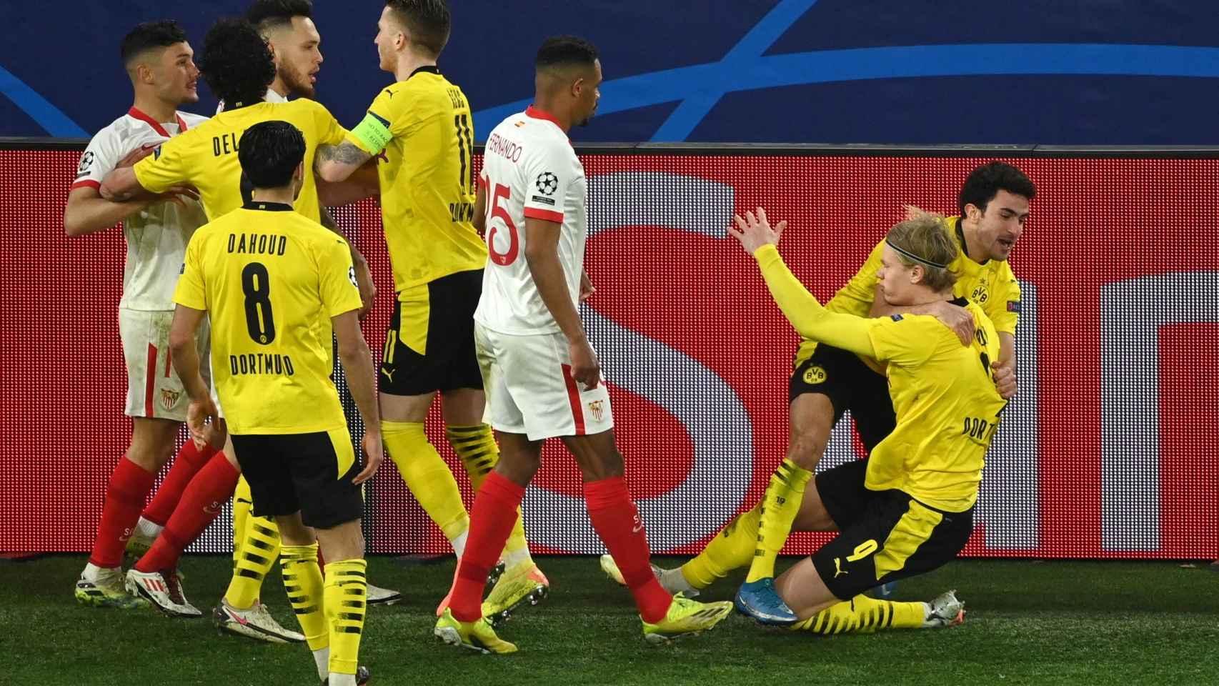 Tangana en el Borussia Dortmund - Sevilla tras el gol de Haaland