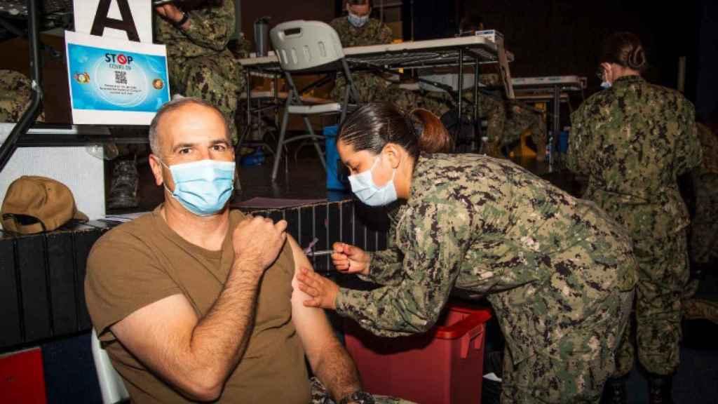 Vacunación en la base militar de Rota, en Cádiz.