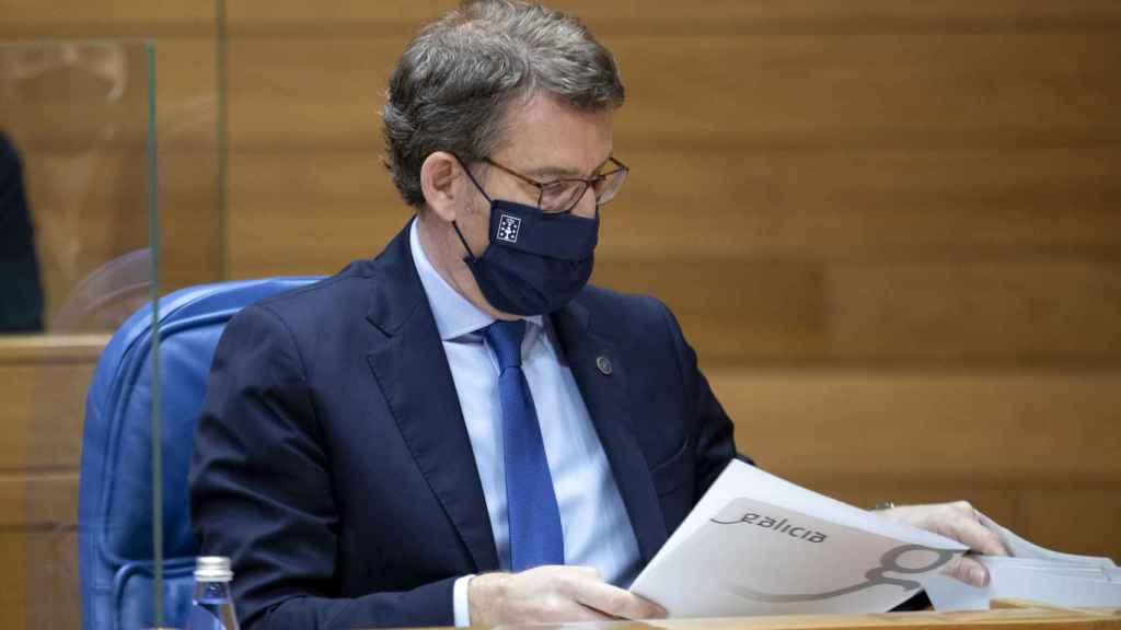 El presidente de la Xunta de Galicia, Alberto Núñez Feijóo, durante la sesión de control en el Parlamento autonómico.