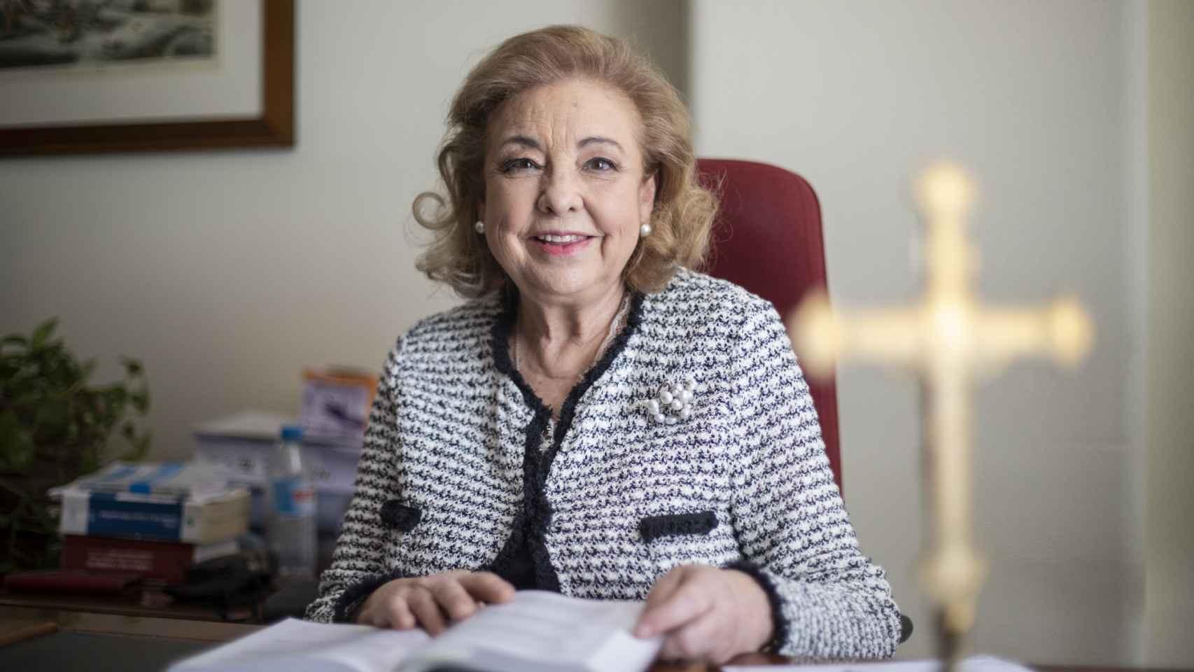 Isabel Adoración, en su despacho del Registro Mercantil.