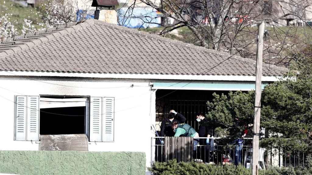 Casa donde han fallecido tras un incendio dos adultos y una niña en El Molar.