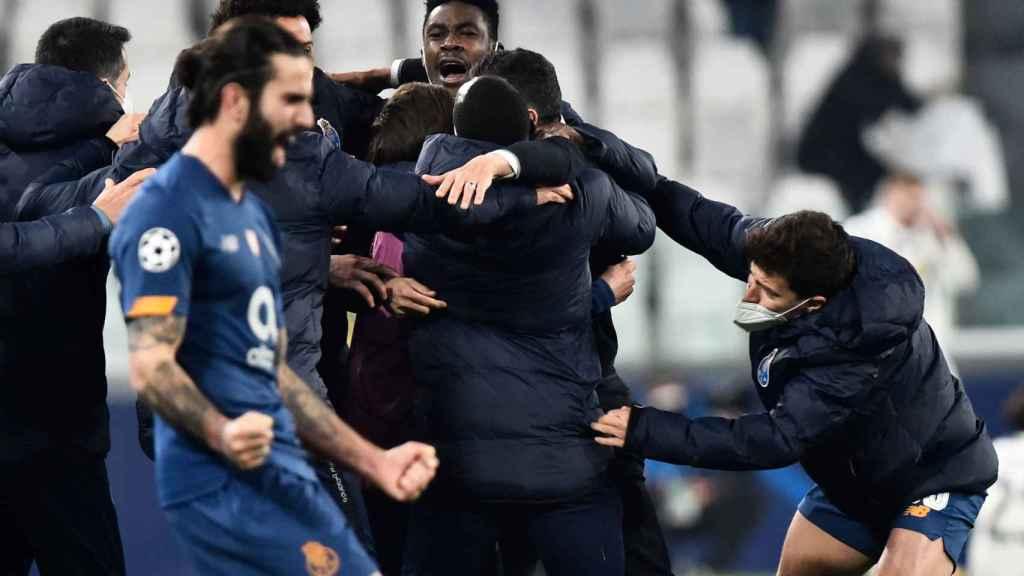 El Oporto celebra su pase a cuartos de la Champions